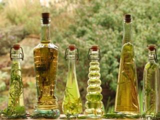 Make-your-own-herbal-vinegar-2312-320x240