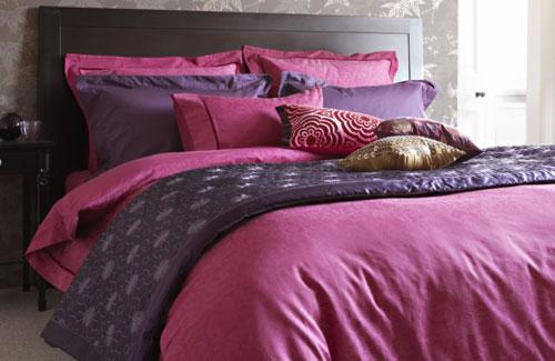 Romantic-Bedroom-Design-Ideas-with-Purple-Bed
