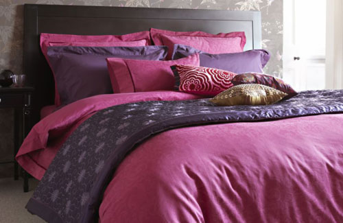 Romantic-Bedroom-Design-Ideas-with-Purple-Bed
