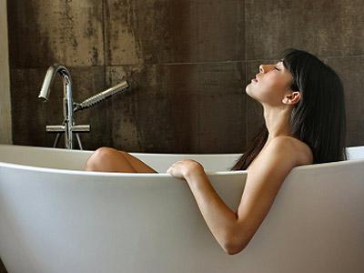 Bathing-in-essential-oils