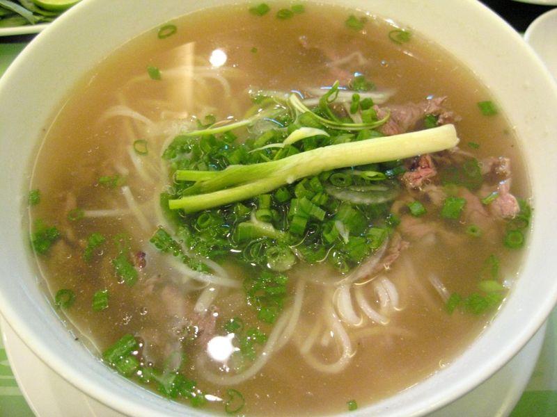 Vietnamese_Pho_Beef_Noodles_2007
