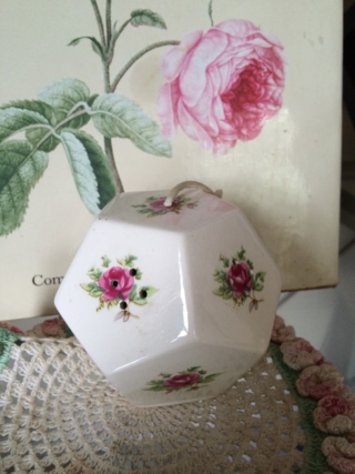 A very special giveaway ! Lheure Bleue scented porcelain pomander!