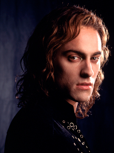Lestat-stuart-townsend-as-lestat-11731361-375-500